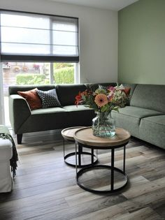 Small Space Interior Design, Interior Design Living Room, Living Room Designs, Living Room Modern, Home Living Room, Living Room Decor, Green Corner Sofas, Couch, Furniture