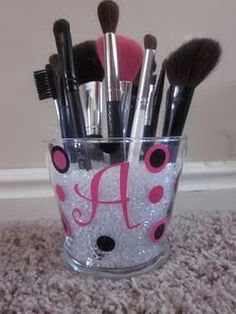I actually did this! I got some old beads from a baby shower and filled it in two Mason jars. I used one for my brushes and the other for my eyeliners