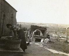 Jour de lavage et de Cuisson, Maison de Ferme quelque part a Roberval par KEYSTONE