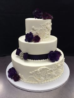 Wedding Cake Ercream White Bold Scrolls Cascade Red Flowers By Stephanie Dillon Ls1 Hy Vee Bakery Department Cakes
