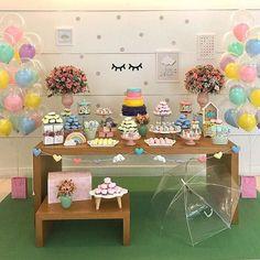 Que linda decoração no tema Chuva de Amor! #Repost @mimosandparty ・・・ Está chovendo amor na festa da Malu! ☔️#maedemenina #festademenina #festachuvadeamor #festachuvadebencaos #festasonho #kidsparty #kidspartyideas #chadebebe #maternidade #festa1ano