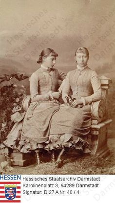 Princess Elisabeth of Hesse (later Grand Duchess of Russia) and her sister Princess Victoria of Hesse. Victoria Family Tree, Queen Victoria Family, Princess Victoria, Princess Louise, Princess Alice, Prince And Princess, European History, Women In History, Queen Victoria Descendants