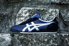 BAIT Honors Bruce Lee With Onitsuka Tiger Collaboration Bruce Lee, Jeet Kune Do, Heel Pain, Sneaker Magazine, Onitsuka Tiger, Retro Shoes, Best Sneakers, Clothes Horse, Black Suede