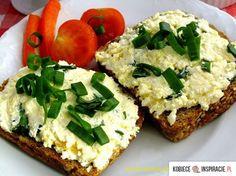 200 - 250 gramów twarogu półtłustego 4 ugotowane na twardo jaja 2 łyżki śmietany kwaśnej lub jogurtu lub 1 - 1,5 łyżki tartego chrzanu p...