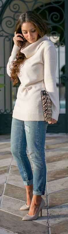 NEUTRALS - Ribbed Turtleneck Sweater, destructed always skinny skimmer jeans, leopard clutch with nude high heels pumps.
