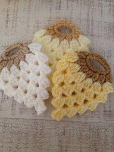 Best 10 New Crochet Shoes Applique Handmade 50 Ideas – SkillOfKing. Crochet Fruit, Crochet Flowers, Chrochet, Knit Crochet, Crochet Shoes, Crochet Designs, Crochet Patterns, Dorset Buttons, Pot Holders