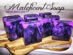 DIY Amethyst Melt and Pour Soap Tutorial . Handmade Soap Recipes, Handmade Soaps, Diy Savon, Soap Melt And Pour, Soap Tutorial, Soap Making Supplies, Soap Molds, Cold Process Soap, Home Made Soap