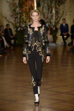 Dolce&Gabbana https://www.blogdimoda.com/dolcegabbana-una-sfilata-prestigiosa-alla-scala-di-milano-foto-22945.html