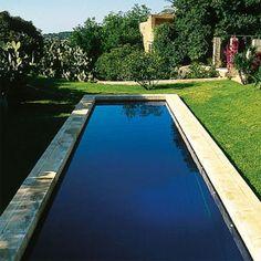 Une piscine réalisée dans un ruban de béton - Marie Claire Maison