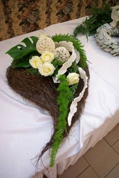 Unique Flower Arrangements, Funeral Flower Arrangements, Grave Flowers, Funeral Flowers, Flower Shop Decor, Flower Decorations, Ikebana, Funeral Sprays, Cemetery Decorations