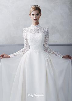 Royal wedding look wedding dress with high neckline and sleeves decorated with cord lace. Classical wedding dress. #켈리손윤희, #켈리드레노, #손윤희드레스, #신상드레스, #웨딩드레스화보, #청담동웨딩샵, #스드메, #촬영드레스, #웨딩촬영, #웨딩