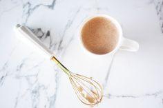 Smoothie au protéines et café lait d'amandes, café, beurre d'amandes, banane, glace #coffe protein shake #smoothie café