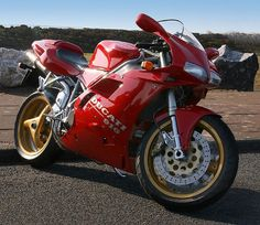 The Ducati 916, the bike that sparked my daydreams of owning a Duc one day.