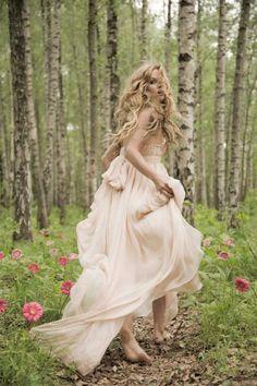 Not Your Average Dress- Leila Hazfi 'Royaye Sefid' Bridal Collections – Bajan Wed Fairytale fashion fantasy / karen cox. ♔ Not Your Average Dress- Leila Hazfi 'Royaye Sefid' Bridal Collections Fashion Fantasy, Fairytale Fashion, Fairytale Dress, Forest Fashion, Witch Fashion, Child Fashion, Fashion Clothes, Fashion Dresses, Chic Wedding