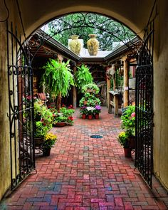 'Into the Courtyard', Santa Fe  © SERANTONI Designs/ 2012. All rights reserved.