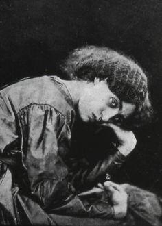 Jane Morris (née Burden) / Dante Rossetti / William Morris