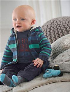 Das kuschelige Teddyfleecefutter der Baby Strickjacke von Vertbaudet umschmeichelt Ihren kleinen Schatz und hält Ihn wunderbar warm.