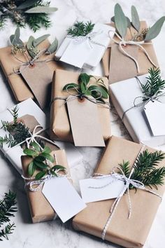 Scandinavian Christmas gift wrapping inspiration - brown paper tied with string and greenery Noel Christmas, All Things Christmas, Winter Christmas, Christmas Ideas, Scandinavian Christmas Decorations, Natural Christmas Decorations, Christmas Shoebox, Christmas Paper, Christmas Pictures