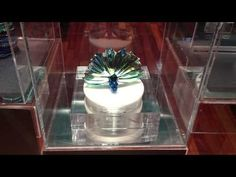 Swarovski® Peacock in Motion   Fixtures Close Up: Retail–POP