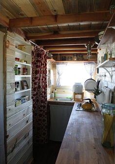 Mini-maison avec mini-cuisine © Tiny A story about living small