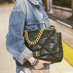 ✨Is this the Chanel 19 Large Bag? New Chanel Bags, Chanel 19, Chanel Black, Chanel Handbags, Coco Chanel, Louis Vuitton Handbags, Designer Handbags, Inspiration Mode, Couture Details