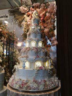 8 Tier Wedding Cakes, Castle Wedding Cake, Extravagant Wedding Cakes, Crazy Wedding Cakes, Pretty Wedding Cakes, Creative Wedding Cakes, Luxury Wedding Cake, Elegant Wedding Cakes, Wedding Cakes With Flowers