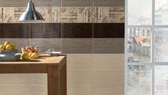 Decoración de cocinas de diseño moderno ambientadas en los tradicionales ambientes japoneses, elegantes, suaves y relajados, combinación de baldosas cerámicas en diferentes tonos tierra y azulejos decorativos con una textura que recuerda el papiro antiguo.  AMBIENTE REALIZADO CON LOS MODELOS 2007 MARRÓN, 2007 TABACO, 007 BEIGE 25x50, DECORPAPIRO 2007 BEIGE 25x50 Y PAVIMENTO 425 MARRÓN 40,8x40,8