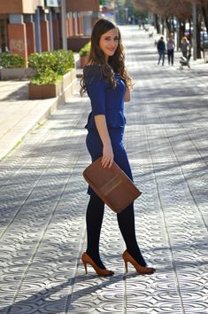Daniel Wellington, Colored Tights Outfit, Scottish Women, Sheer Tights, Classy Women, Classy Lady, In Pantyhose, Nylons, Modest Dresses