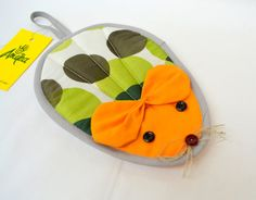 Items similar to Kitchen Potholder Mouse on Etsy Sewing Table, Animal Pillows, Mug Rugs, Sewing Projects For Beginners, Felt Dolls, Sewing Techniques, Sewing Patterns Free, Gifts For Kids, Pot Holders