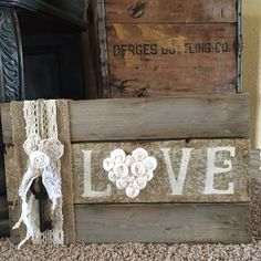 Pallet frame Pallet Frames, Pallet Art, Pallet Signs, Pallet Beds, Barn Wood Crafts, Wooden Crafts, Diy Wood Projects, Diy Projects To Try, Painted Signs