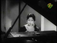 Old Bollywood Songs, Bollywood Actors, Lyric Poem, Lyrics, Old Hindi Movie Songs, Indian Music, Amazing Songs, Black Love, Classic Movies