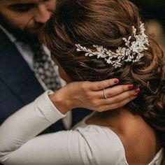 """401 Me gusta, 7 comentarios - Fit For Weddings (@fitforweddings) en Instagram: """"Peinados para novia de la mano de @tocadosletouquet  #novia #peinadonovia #boda #wedding…"""""""
