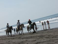Centauros en Playa San Blas, El Salvador. Photo by: Ana Silva