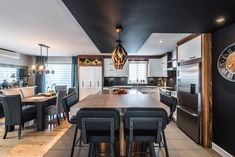 007 - Simard Cuisine et Salle de bains Kitchen Dinning Room, La Rive, Kitchen Lighting Fixtures, My Dream Home, Sweet Home, Home Kitchens, Home Remodeling, Kitchen Remodel, Kitchen Design