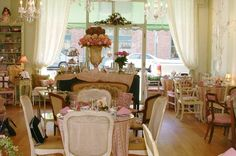 The English Rose Tea Room & Gifts Dining Parlor