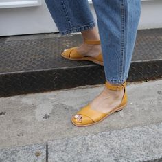 d86dcc7dae4 Shoes  tumblr pumps mid heel pumps black denim jeans blue jeans bag leather  bag brown bag frayed