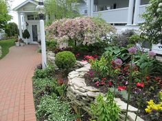 Hotel Iroquois / Carriage House Garden