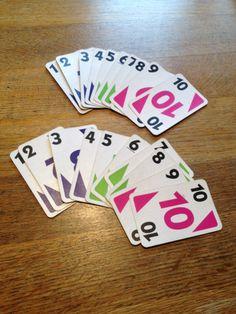 Tafels automatiseren. Elk kind krijgt een stapeltje kaarten met 1 tot en met 10. Twee kinderen gaan met hun stapeltje tegenover elkaar zitten. Het stapeltje kaarten ligt op zijn kop. Tegelijkertijd draaien de kinderen de bovenste kaart om. Het kind dat als eerste het product benoemt van de keersom, wint die kaarten. Het kind dat de meeste kaarten heeft op het einde wint.