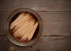 How to: Make DIY Whiskey Flavored Toothpicks Flavored Toothpicks, House For Sell, Fun Ideas, Craft Ideas, Whisky Tasting, How To Make Diy, Food Hacks, Cheers, Whiskey