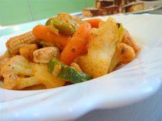 """Kiskonyhám ízei: Csirkés, zöldséges ragú """"D"""" Feta, Carrots, Vegetables, Carrot, Vegetable Recipes, Veggies"""