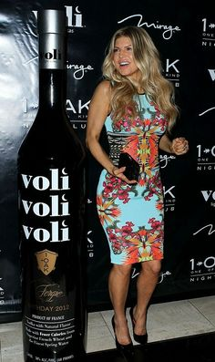 Fergie-wore-a-Givenchy-light-blue-tonal-chocolate-and-saffron-multi-printed-knit-dress-to-her-birthday-party-in-Las-Vegas.1.jpg 440×741 bild...