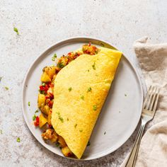 Vegan Omelet with Delicious Breakfast Potatoes. Mung Bean egg mixture makes a great soy-free egg substitute. Easy Moong Dal Batter for omelets or savory pancakes. Omelettes, Vegan Breakfast Recipes, Vegetarian Recipes, Omelette Legume, Fall Recipes, Whole Food Recipes, Potato Nutrition, Savory Pancakes, Substitute For Egg