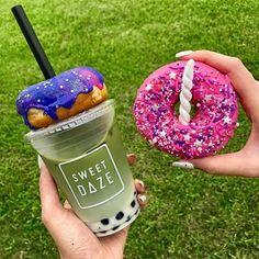 Sweet daze bubble tea and unicorn donut Cute Food, I Love Food, Yummy Food, Milk Shakes, Donuts, Tumblr Food, Food Goals, Starbucks Drinks, Bubble Tea
