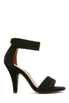Every girl needs an awesome pair of black heels that are effortlessly sexy and super comfortable.
