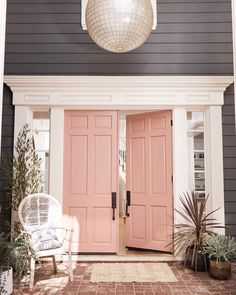 """15.1k Likes, 236 Comments - Better Homes & Gardens (@betterhomesandgardens) on Instagram: """"Ok, we're kind of obsessed with @hilaryduff's dusty rose door  Be sure to pick up a copy of our…"""""""