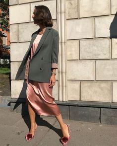 Blazer with pink velvet dress Estilo Fashion, Look Fashion, Trendy Fashion, Girl Fashion, Fashion Outfits, Curvy Fashion, Outfits Inspiration, Mode Inspiration, Fashion Inspiration