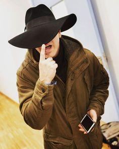 Sombrero ala anchísima...
