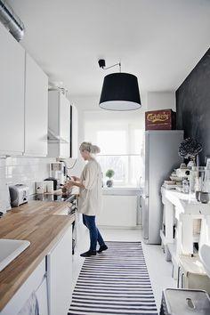 Rouva Jones pääsi tekemään keittiöjuttua kahteen kivaan keittiöön.   Kuvat on julkaistu uudessa Kodin Kuvalehdessä. Tässä ensimmäinen. Tääll...