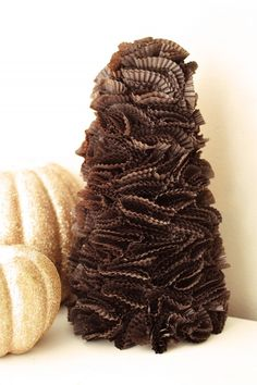cute chocolate brown cupcake liner tree with gold glitter pumpkins ~ so cute for Thanksgiving! Cupcake Liner Crafts, Cupcake Liner Flowers, Paper Cupcake, Cupcake Liners, Diy Cupcake, Cupcake Wrappers, All Things Christmas, Christmas Time, Merry Christmas