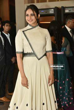Rakul Preet Gown Pattern, Dress Patterns, Kurta Designs, Blouse Designs, Grey Fashion, Indian Fashion, Indian Dresses, Indian Outfits, Stylish Dresses